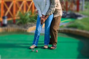 couple playing mini golf